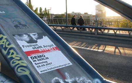 Demo-Plakat auf der Modersohnbrücke